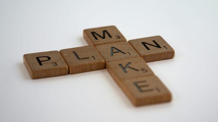 In Monopolysteinen vertikal: Plan, Horizontal: Make